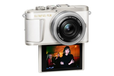 Системный фотоаппарат OLYMPUS PEN E-PL9 14-42 EZ Kit, белый