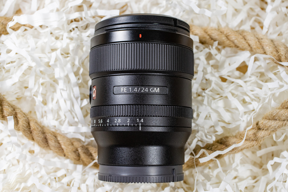 Sony FE 24mm f/1.4 GM (SEL24F14GM): тест объектива