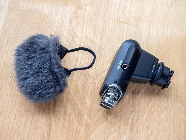 Стереомикрофон ECM-XYST1M снабжён съёмной ветронасадкой.