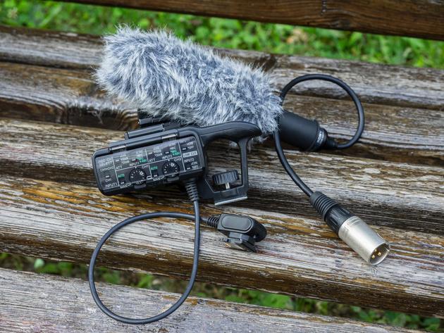В комплект Sony XLR-K1M входит микрофон ECM-XM1 с ветронасадкой и адаптер XLR-A1M.